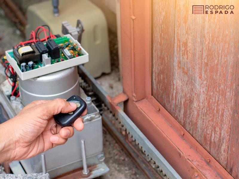 Consejos para el mantenimiento del motor de puertas de garaje